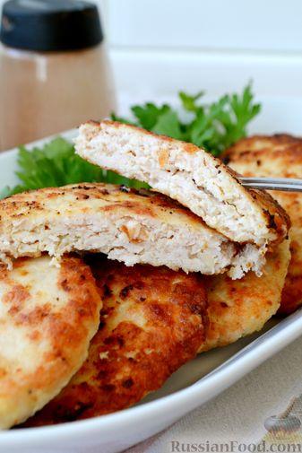 Фото приготовления рецепта: Куриные котлеты с салом и майонезом - шаг №11
