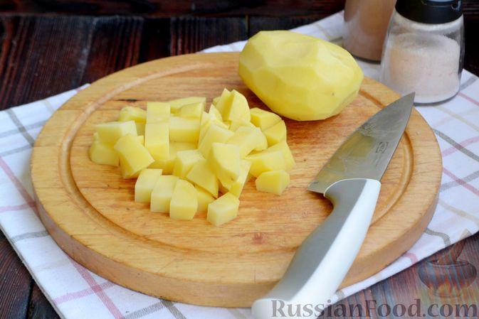 Фото приготовления рецепта: Суп с куриными фрикадельками, шампиньонами и пшеном - шаг №2