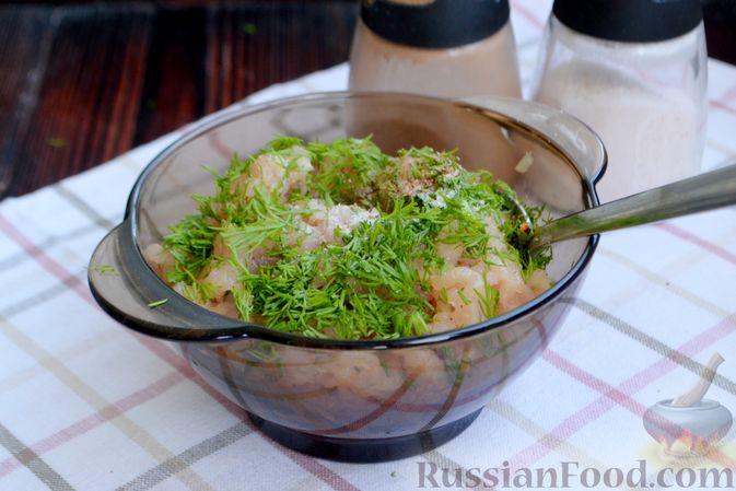 Фото приготовления рецепта: Суп с куриными фрикадельками, шампиньонами и пшеном - шаг №6