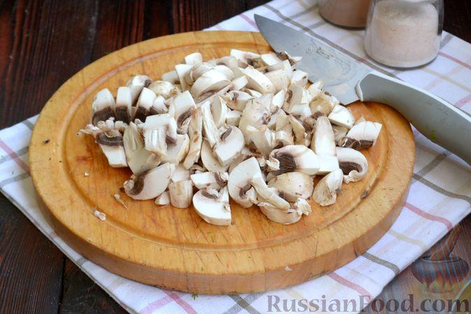 Фото приготовления рецепта: Суп с куриными фрикадельками, шампиньонами и пшеном - шаг №10