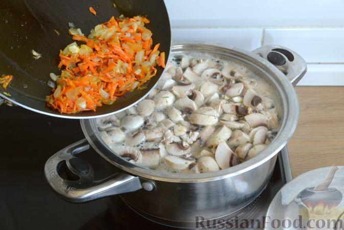 Фото приготовления рецепта: Суп с куриными фрикадельками, шампиньонами и пшеном - шаг №12