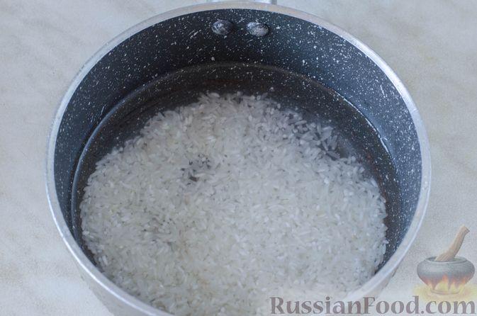 Фото приготовления рецепта: Голубцы с рисом и чечевицей, запечённые в томатном соусе - шаг №3