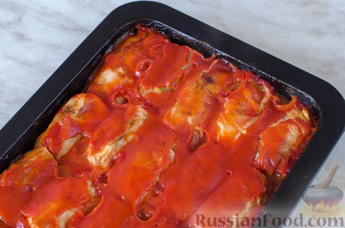 Фото приготовления рецепта: Голубцы с рисом и чечевицей, запечённые в томатном соусе - шаг №17