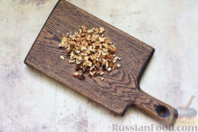 Фото приготовления рецепта: Творожная плетёнка с джемом, изюмом и орехами - шаг №2