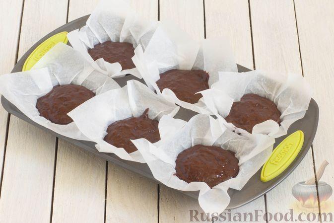 Фото приготовления рецепта: Шоколадные кексы на растительном масле, без яиц - шаг №6