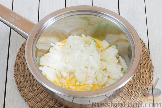 Фото приготовления рецепта: Кукурузная каша с овощами - шаг №3