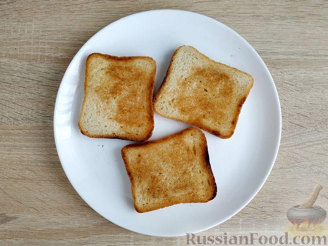Фото приготовления рецепта: Бутерброды с ветчиной и яичницей - шаг №3