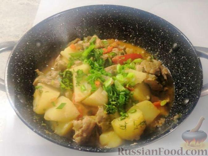 Фото приготовления рецепта: Жаркое из свиного рагу с картофелем, перцем и помидорами - шаг №6