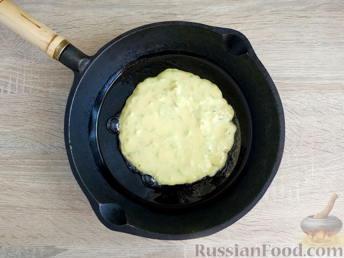 Фото приготовления рецепта: Кабачковые блинчики на кефире - шаг №12