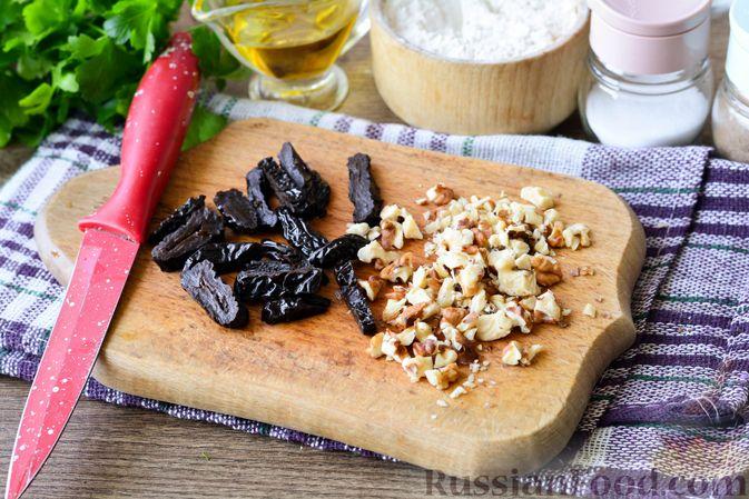 Фото приготовления рецепта: Свиные рулетики с черносливом и грецкими орехами - шаг №3