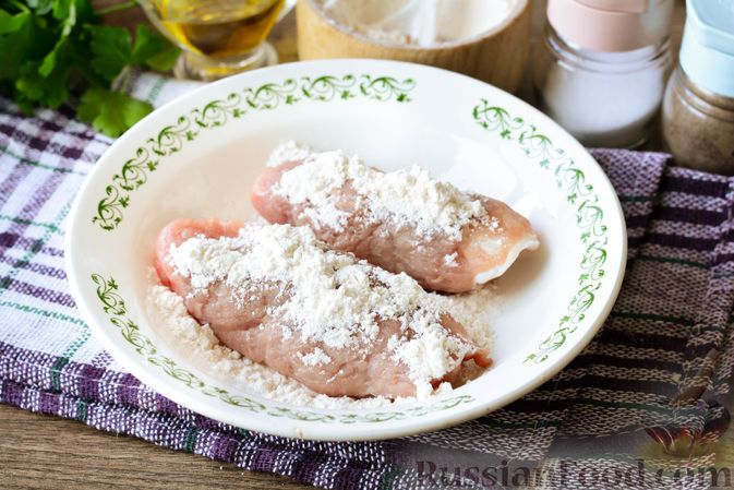 Фото приготовления рецепта: Свиные рулетики с черносливом и грецкими орехами - шаг №6
