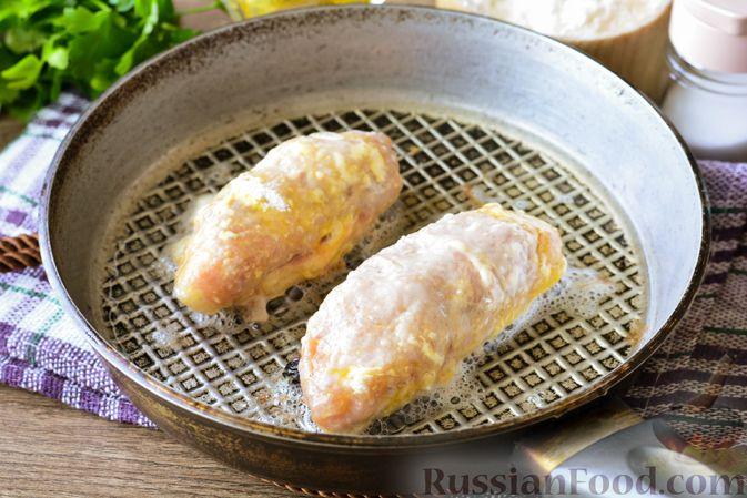 Фото приготовления рецепта: Свиные рулетики с черносливом и грецкими орехами - шаг №9