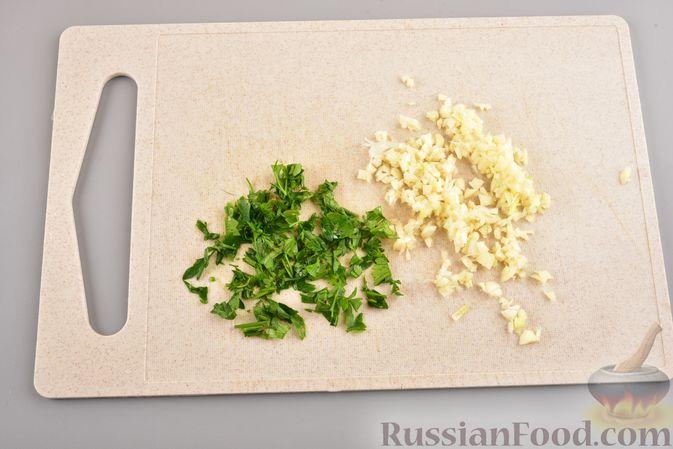 Фото приготовления рецепта: Куриные зразы с адыгейским сыром  и зеленью - шаг №7