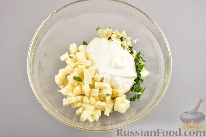 Фото приготовления рецепта: Куриные зразы с адыгейским сыром  и зеленью - шаг №9
