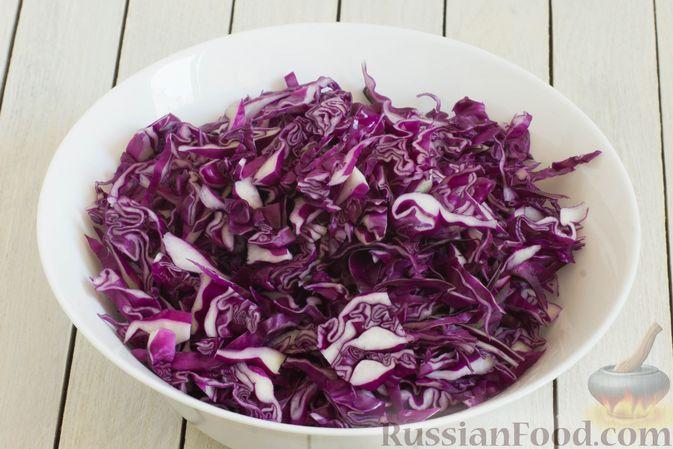 Фото приготовления рецепта: Тушеная краснокочанная капуста с горчицей - шаг №2