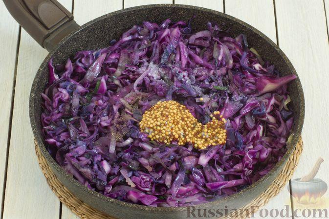 Фото приготовления рецепта: Тушеная краснокочанная капуста с горчицей - шаг №8