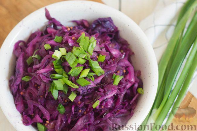 Фото приготовления рецепта: Тушеная краснокочанная капуста с горчицей - шаг №10