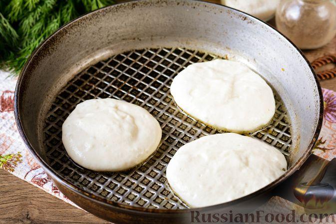 Фото приготовления рецепта: Оладьи на кефире, с припёком из кабачков - шаг №6