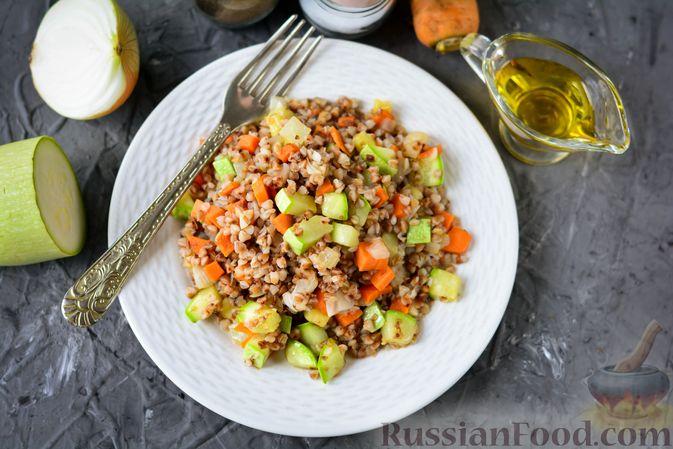 Фото приготовления рецепта: Гречка с кабачком и морковью - шаг №9