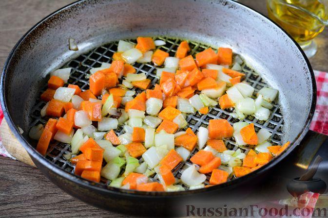 Фото приготовления рецепта: Гречка с кабачком и морковью - шаг №5