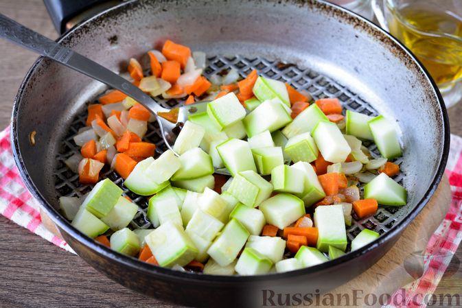 Фото приготовления рецепта: Гречка с кабачком и морковью - шаг №6