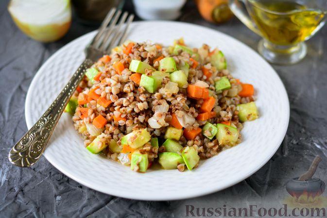 Фото к рецепту: Гречка с кабачком и морковью