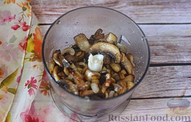Фото приготовления рецепта: Паштет из грибов и орехов - шаг №7