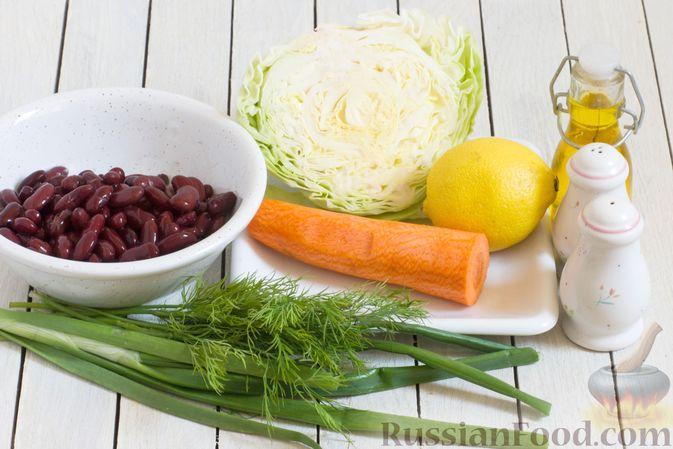 Фото приготовления рецепта: Салат из капусты с консервированной фасолью и морковью - шаг №1