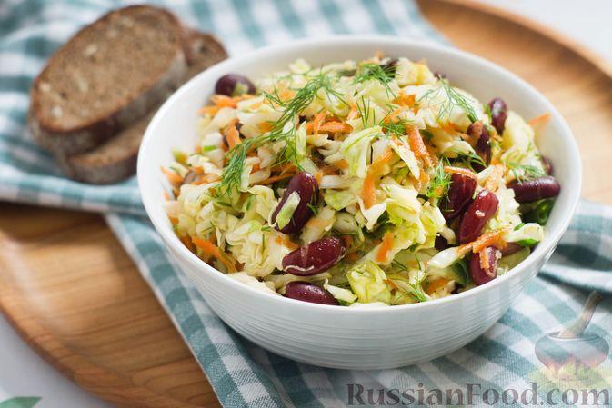 Фото к рецепту: Салат из капусты с консервированной фасолью и морковью