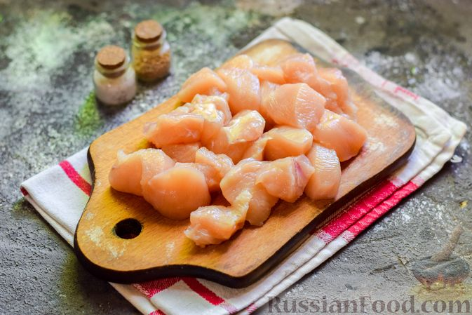 Фото приготовления рецепта: Куриное филе, запечённое с фасолью и овощами, в томатном соусе - шаг №2
