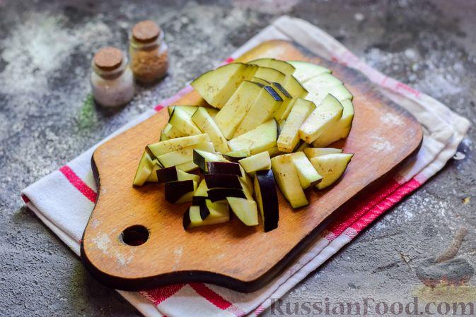 Фото приготовления рецепта: Куриное филе, запечённое с фасолью и овощами, в томатном соусе - шаг №5