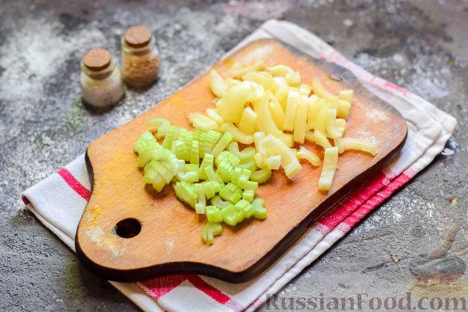 Фото приготовления рецепта: Куриное филе, запечённое с фасолью и овощами, в томатном соусе - шаг №7