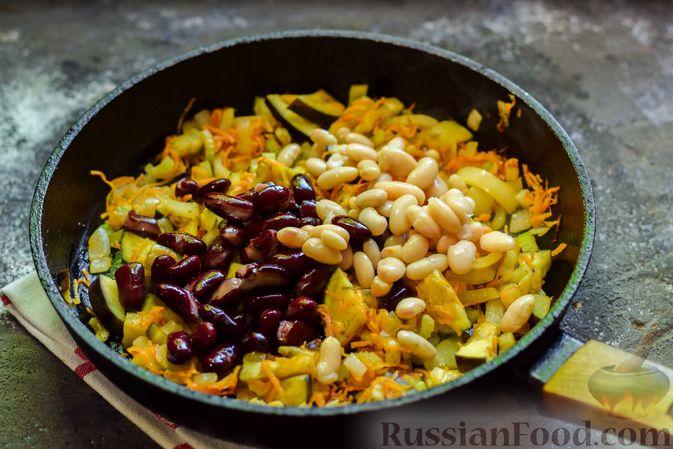 Фото приготовления рецепта: Куриное филе, запечённое с фасолью и овощами, в томатном соусе - шаг №9