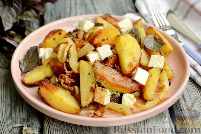 Фото к рецепту: Жареная молодая картошка с фетой, сладким перцем и луком-пореем