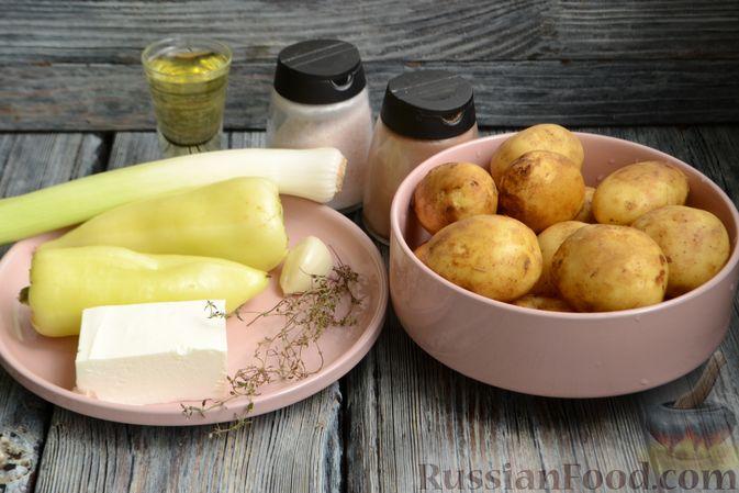 Фото приготовления рецепта: Жареная молодая картошка с фетой, сладким перцем и луком-пореем - шаг №1