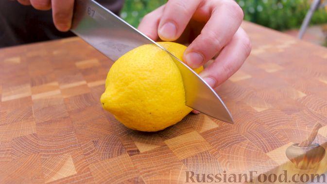 Фото приготовления рецепта: Скумбрия в чесночно-лимонном маринаде, на мангале - шаг №7