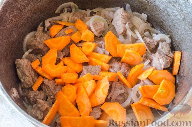 Фото приготовления рецепта: Рагу из говядины в томатном соусе, с картофельными ньокками - шаг №7