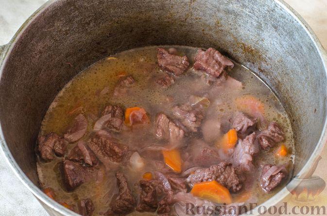 Фото приготовления рецепта: Рагу из говядины в томатном соусе, с картофельными ньокками - шаг №10