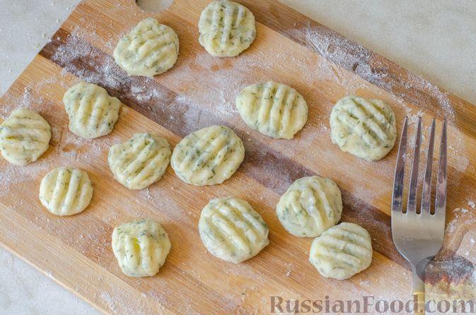 Фото приготовления рецепта: Рагу из говядины в томатном соусе, с картофельными ньокками - шаг №17