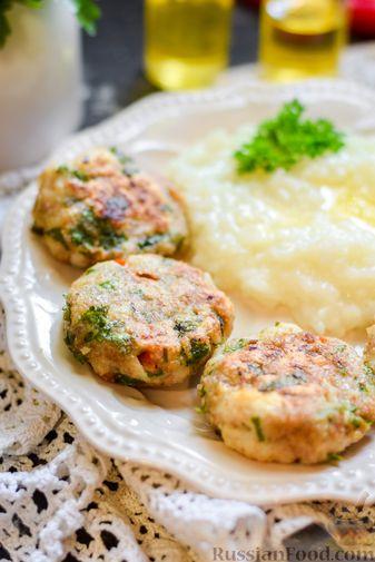 Фото приготовления рецепта: Рыбные биточки с мятой, петрушкой и перцем чили - шаг №12