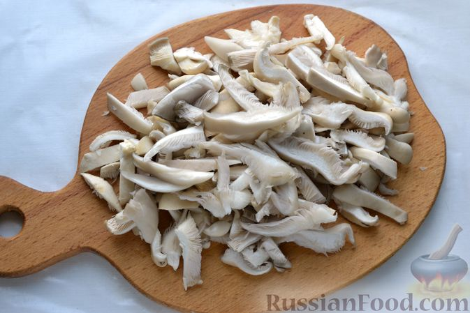 Фото приготовления рецепта: Голубцы со свиниными отбивными и грибами, без риса (в духовке) - шаг №5