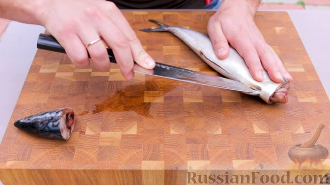 Фото приготовления рецепта: Скумбрия в чесночно-лимонном маринаде, на мангале - шаг №1