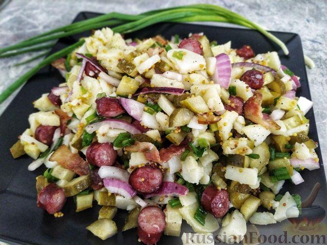 Фото к рецепту: Мясной салат с молодой картошкой, маринованными огурцами и горчичной заправкой