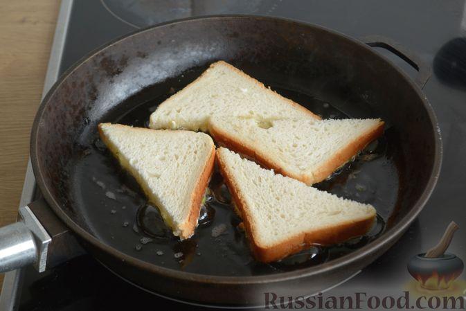 Фото приготовления рецепта: Горячие бутерброды с брынзой и зелёным луком (на сковороде) - шаг №6