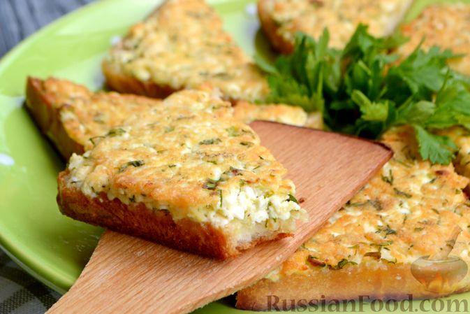 Фото приготовления рецепта: Горячие бутерброды с брынзой и зелёным луком (на сковороде) - шаг №9