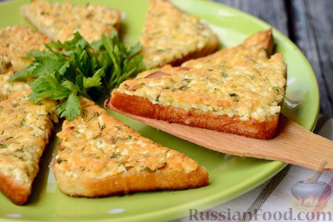 Фото к рецепту: Горячие бутерброды с брынзой и зелёным луком (на сковороде)
