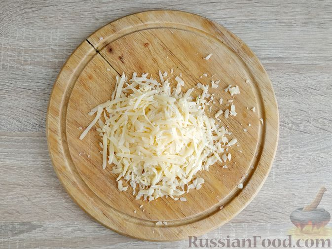 Фото приготовления рецепта: Оладьи с ветчиной и сыром - шаг №7