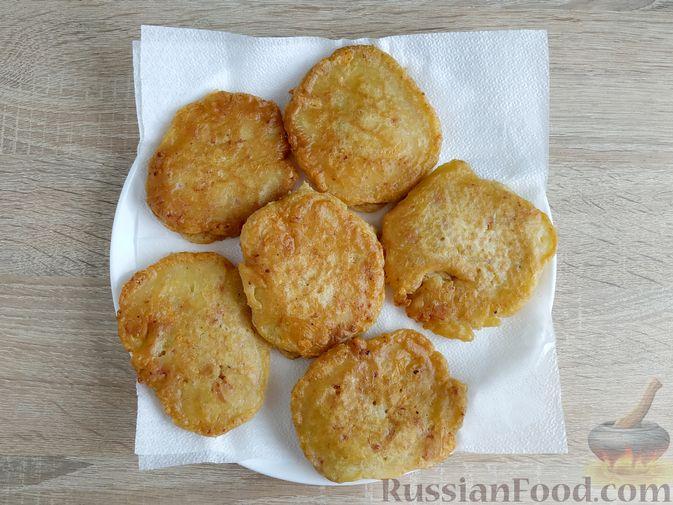 Фото приготовления рецепта: Оладьи с ветчиной и сыром - шаг №12