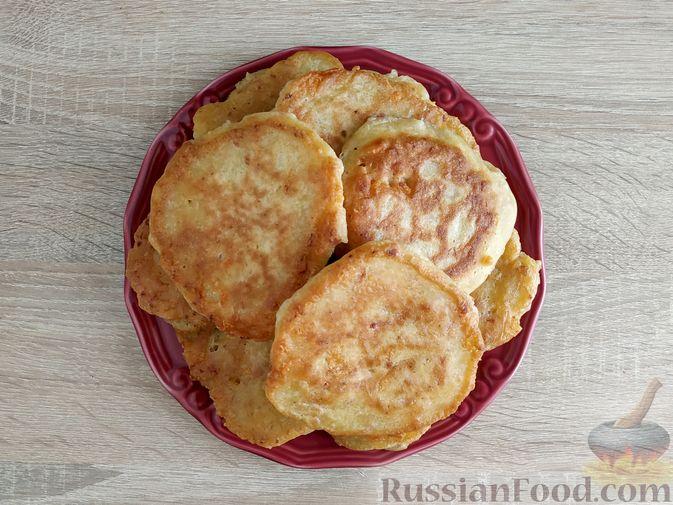 Фото приготовления рецепта: Оладьи с ветчиной и сыром - шаг №13