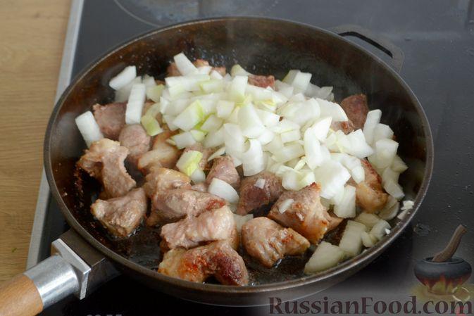 Фото приготовления рецепта: Гуляш из свинины, с черносливом - шаг №5